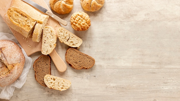 Slices of bread with copy space Free Photo