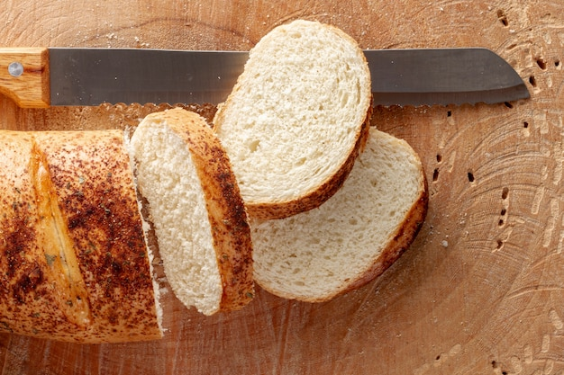 Slices of bread with kitchen knife Free Photo