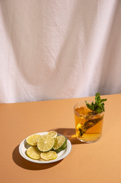 Slices of lemon with cocktail drink over brown desk Free Photo