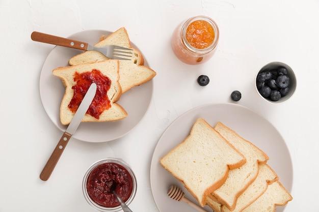 Ломтики хлеба с домашним вкусным вареньем Бесплатные Фотографии