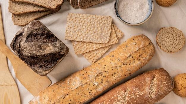 Ломтики разных сортов хлеба Бесплатные Фотографии