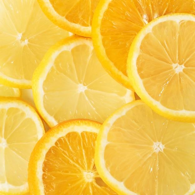 Ломтики апельсина и лимона, изолированные на белом. Бесплатные Фотографии