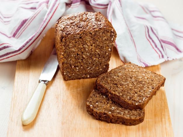 Slices of organic bread Premium Photo