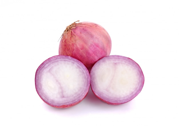 Slices of shallot onions on white Premium Photo