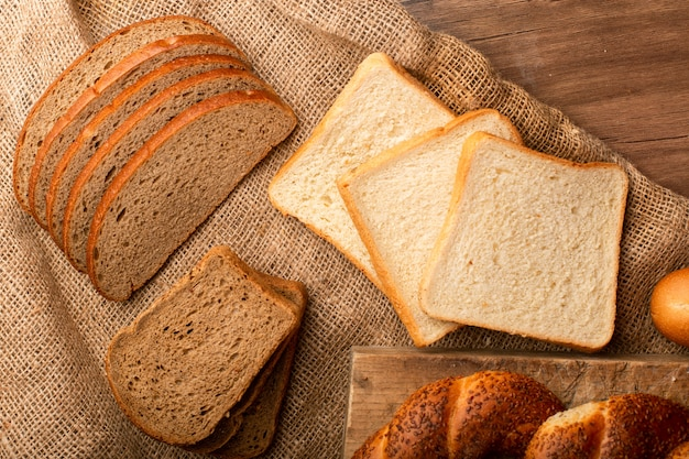 Slices of white and brown bread with turkish bagels Free Photo
