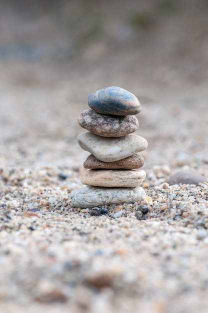 Small balancing stones sitting on other rocks Premium Photo