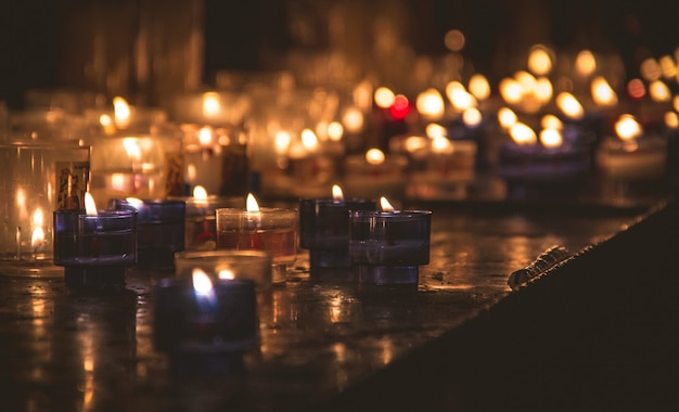 Small candles in the dark Premium Photo