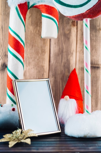 Small christmas elf with blank frame Free Photo