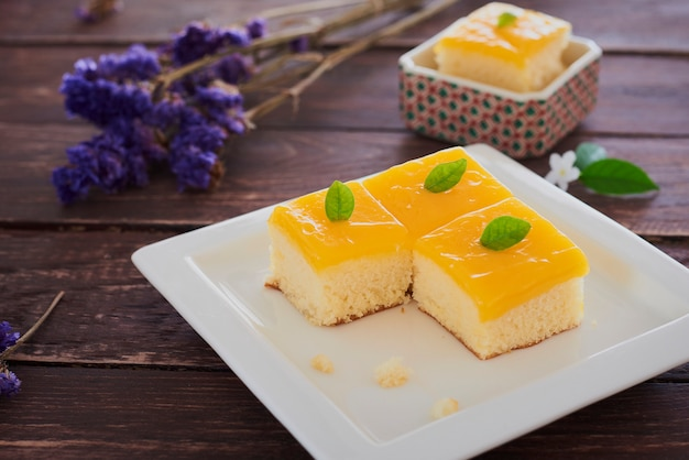 Small orange butter cake. Premium Photo