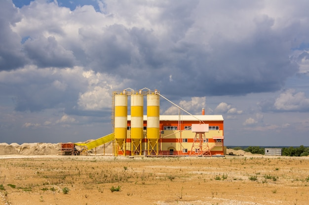 A small sand processing plant located near the sand quarry. Premium Photo