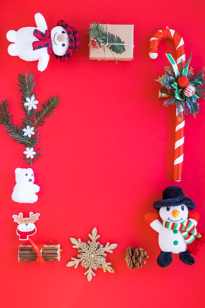 Small snowmen with big candy cane Free Photo
