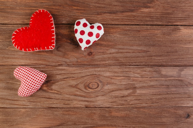 Small soft bright hearts on brown table Premium Photo