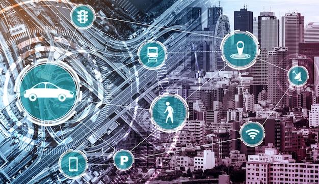 Концепция интеллектуальных транспортных технологий для будущего автомобильного движения по дорогам Premium Фотографии