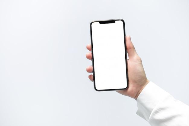 스마트 폰 모형. 사업가 손을 잡고 검은 전화 흰색 화면 프리미엄 사진