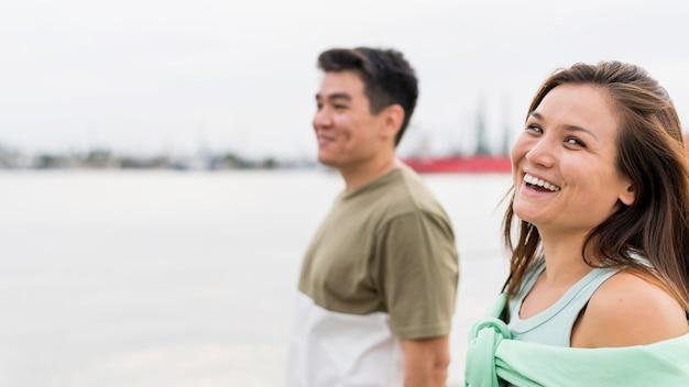 Смайлик пара на прогулке вместе Бесплатные Фотографии