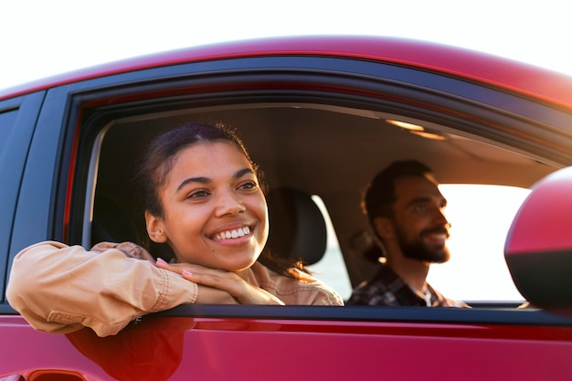 Smiley couple traveling by car Free Photo