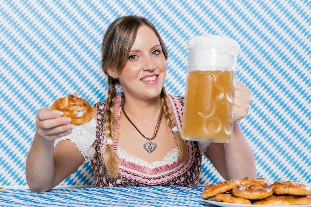 Smiley young woman celebrating oktoberfest Free Photo