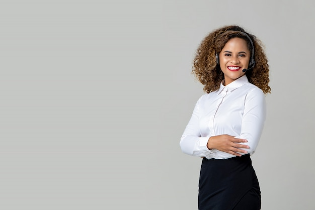 Smiling arms crossed african american woman wearing microphone Premium Photo