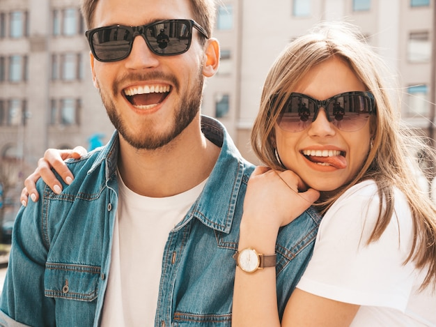 Smiling beautiful girl and her handsome boyfriend in casual summer clothes. Free Photo