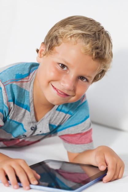 Smiling boy using a tablet Premium Photo