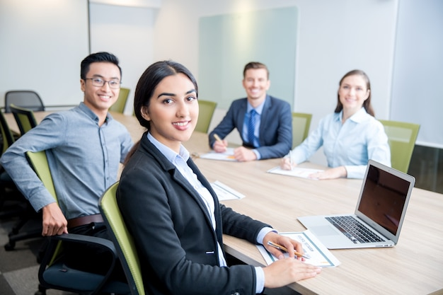 Smiling business lady working with colleagues Free Photo