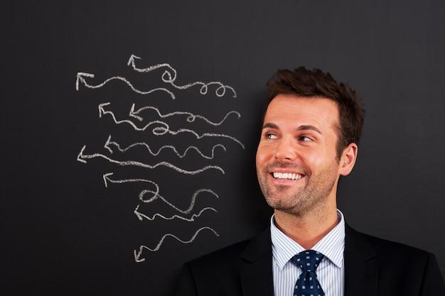 У улыбающегося бизнесмена много сумасшедших идей Бесплатные Фотографии