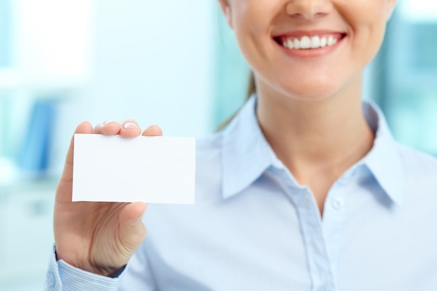 Smiling businesswoman with blank business card Free Photo