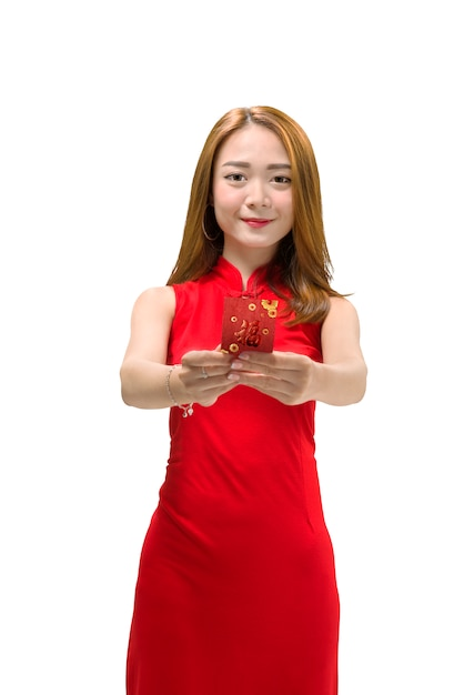 Smiling chinese woman in cheongsam dress holding red envelopes Premium Photo