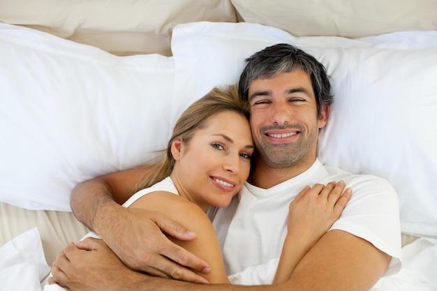https://image.freepik.com/free-photo/smiling-couple-embracing-lying-in-bed_13339-241967.jpg
