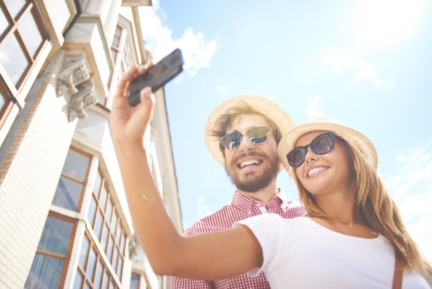 Smiling couple taking a selfie Free Photo