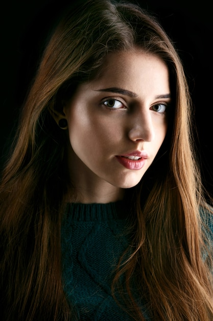 Smiling lady with deep green eyes and long brown hair Photo | Free ...