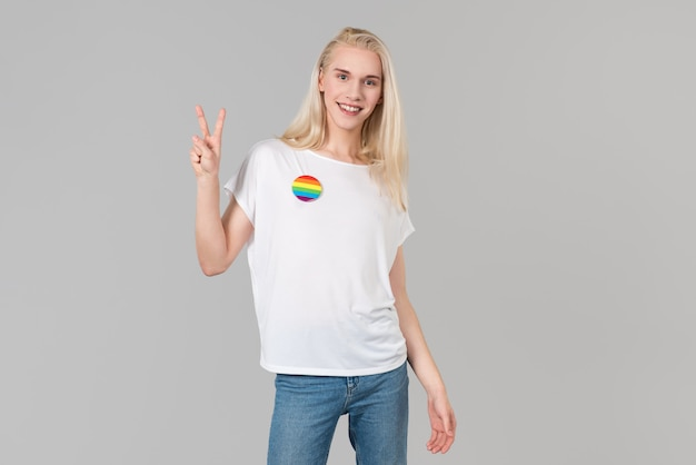 Smiling lady with white t-shirt and victory symbol Premium Photo
