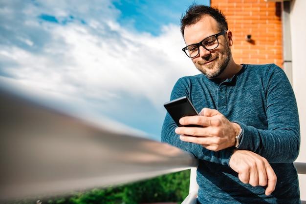 Smiling men typing text message Premium Photo