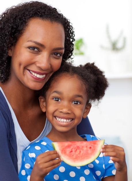 Мама и и дочь ебется с негром