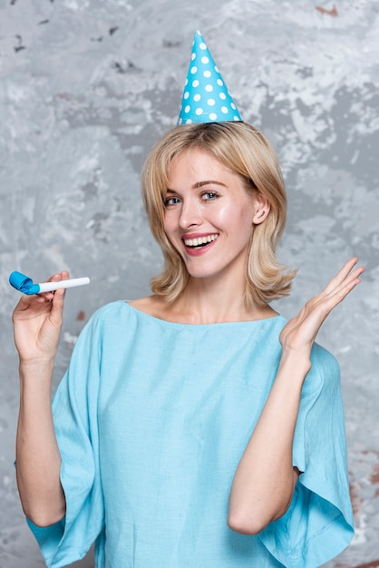 Smiling preatty girl with party hat Free Photo
