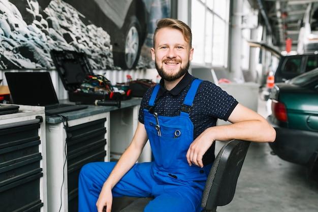 Smiling repairmen at workshop Free Photo