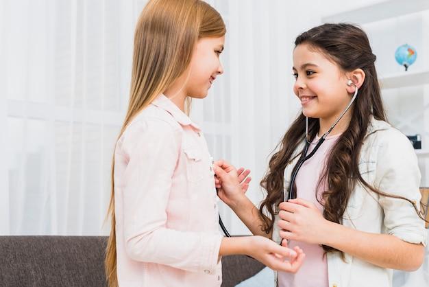 Дети разных национальностей отлично оьщаются межу собой при лечении в клиниках Израиля
