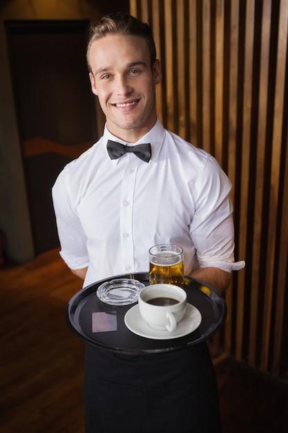 Картинка официант с чаем