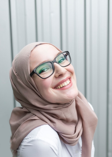 Smiling woman wearing glasses Free Photo