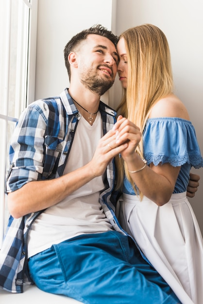 Smiling young man with his girlfriend Free Photo