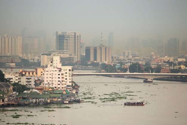 Smoke and pollution haze cover  bangkok city of thailand on evening Premium Photo