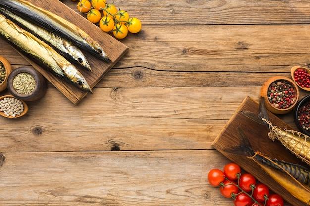 Копченая рыба на деревянном столе Бесплатные Фотографии