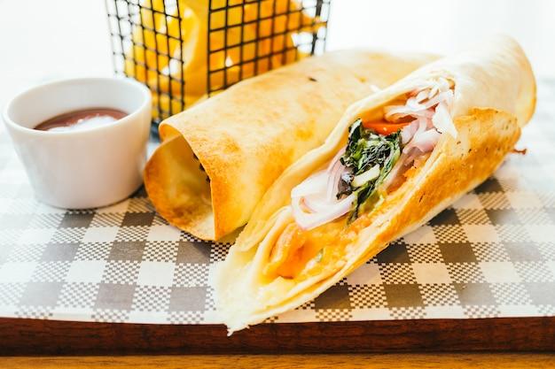 Smoked salmon with vegetable wraps Free Photo