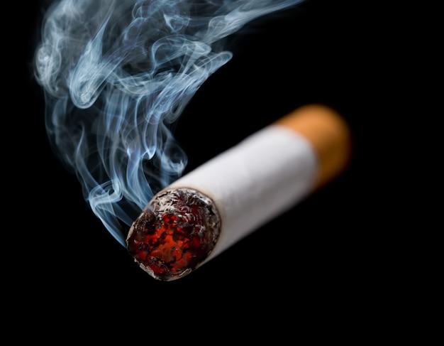 Smoking cigarette Premium Photo