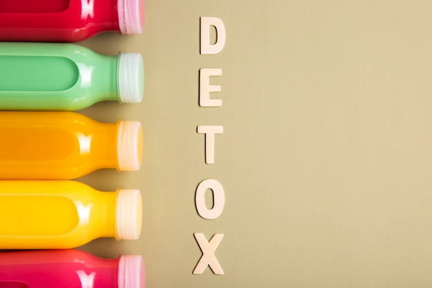 Smoothies and detox lettering with copy space Free Photo