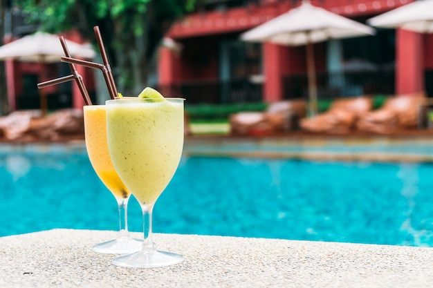 Smoothies with pool background Free Photo