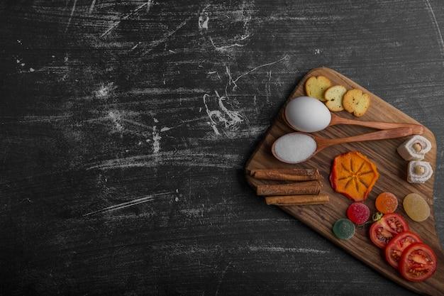 Закусочная с крекерами и овощами Бесплатные Фотографии