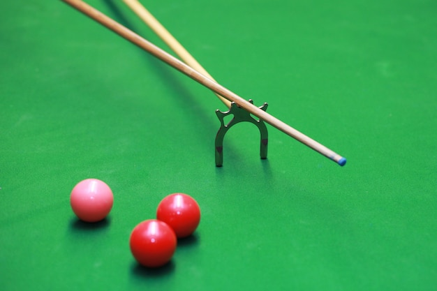 Snooker table player play indoor club pool table Premium Photo