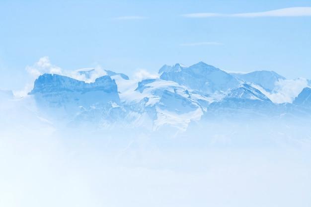 Snow mountai Premium Photo
