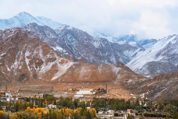 Snow mountain view of leh ladakh district, northern part of india Premium Photo